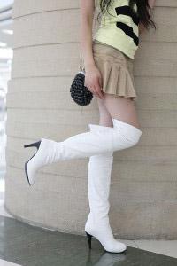 З чим носити білі чоботи  5444df3ee9c87